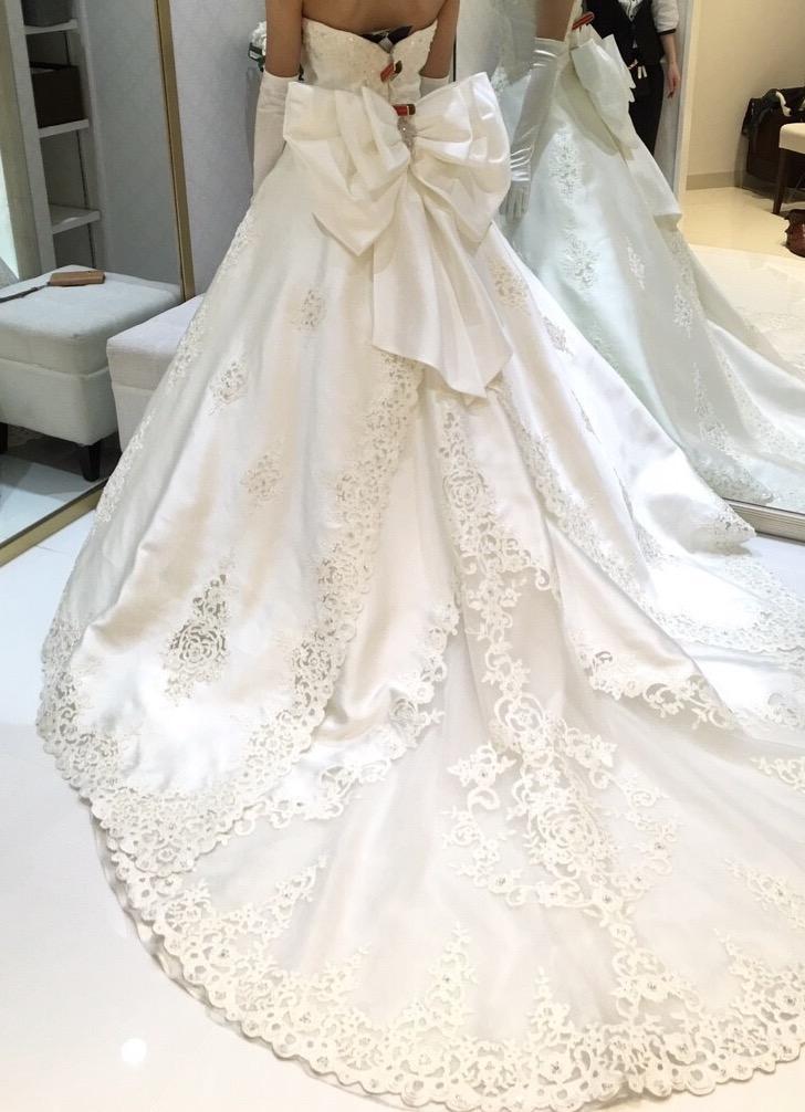 タカミブライダルのウェディングドレス・アムルーズ