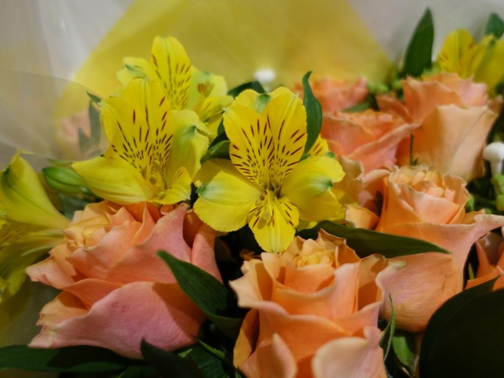 アニヴェルセルみなとみらい横浜結婚式当日レポブログ ブライズルームにて フローリスト咲さんの両親贈呈花束