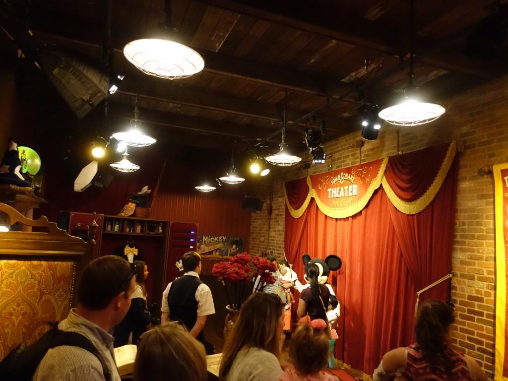 WDW旅行記ブログ/DCL旅行記ブログ マジックキングダム トーキングミッキーグリーティング(タウンスクエアシアター)