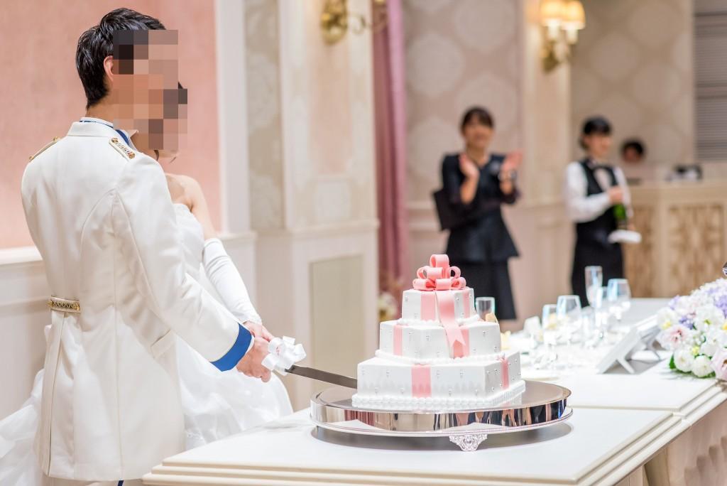 アニヴェルセルみなとみらい横浜 結婚式レポブログ ヴィラスウィート披露宴 主賓挨拶、ウェディングケーキ入刀(ケーキカット)