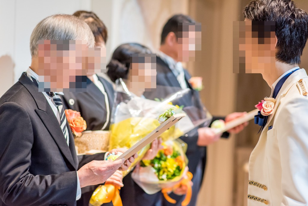 アニヴェルセルみなとみらい横浜 結婚式レポブログ ヴィラスウィートでの披露宴 両親贈呈品贈呈、新郎謝辞