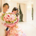 アニヴェルセルみなとみらい横浜 結婚式ブログ ヴィラスウィートでの披露宴終了後 カラードレスでの新郎新婦写真撮影