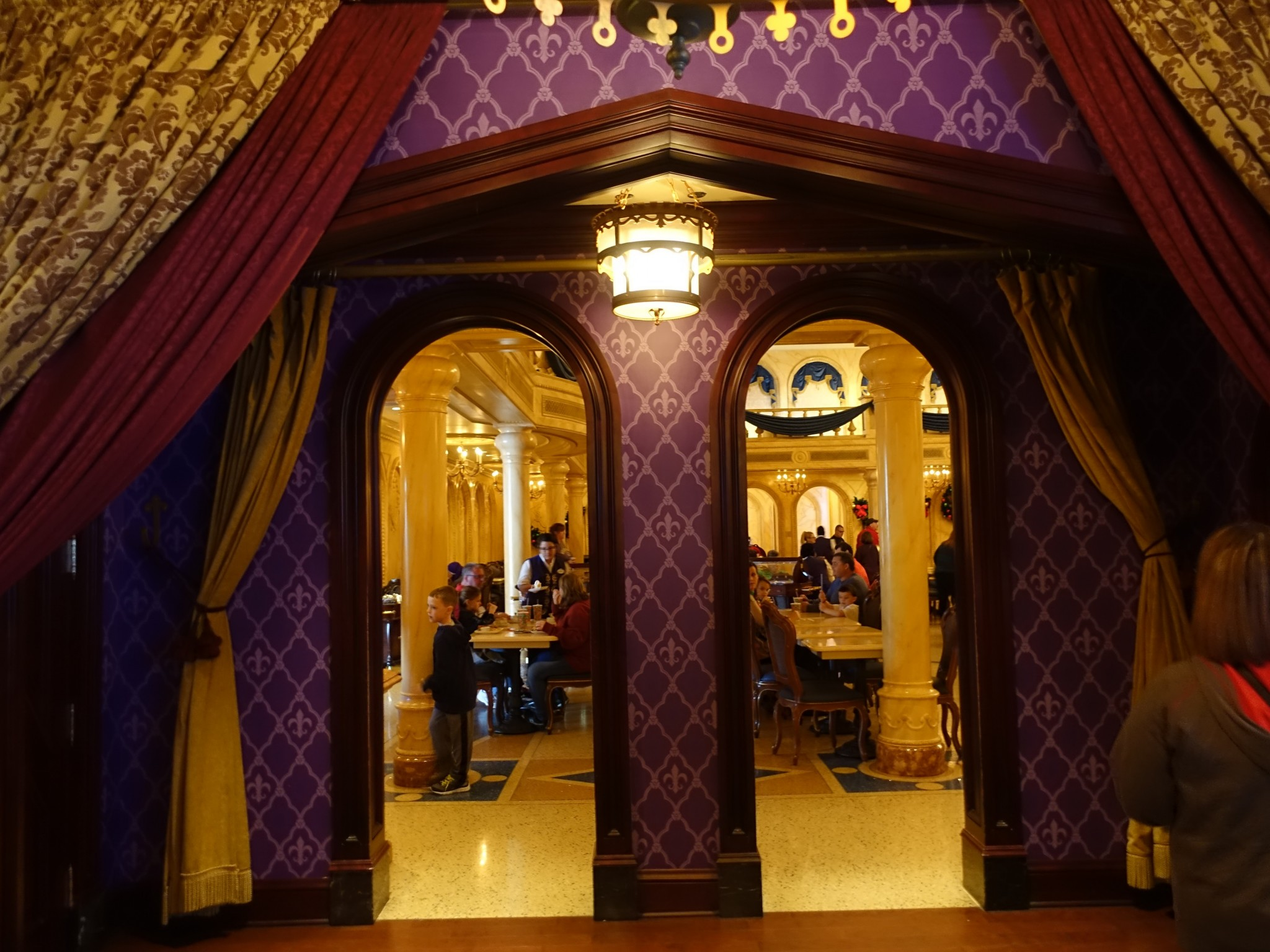 WDW旅行記ブログ/DCL旅行記ブログ マジックキングダム 美女と野獣のビーアワゲストレストラン