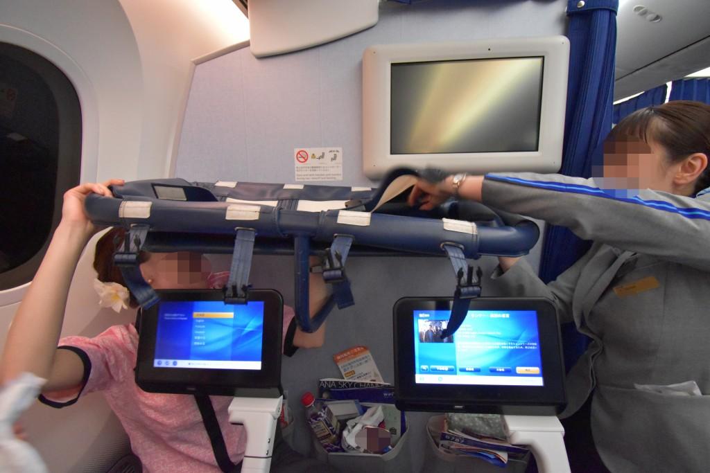 アウラニ旅行記*3〜フライト!赤ちゃん連れANA機内での過ごし方。バシネットや機内離乳食の写真もレポート♪【子連れハワイ旅行ブログ】